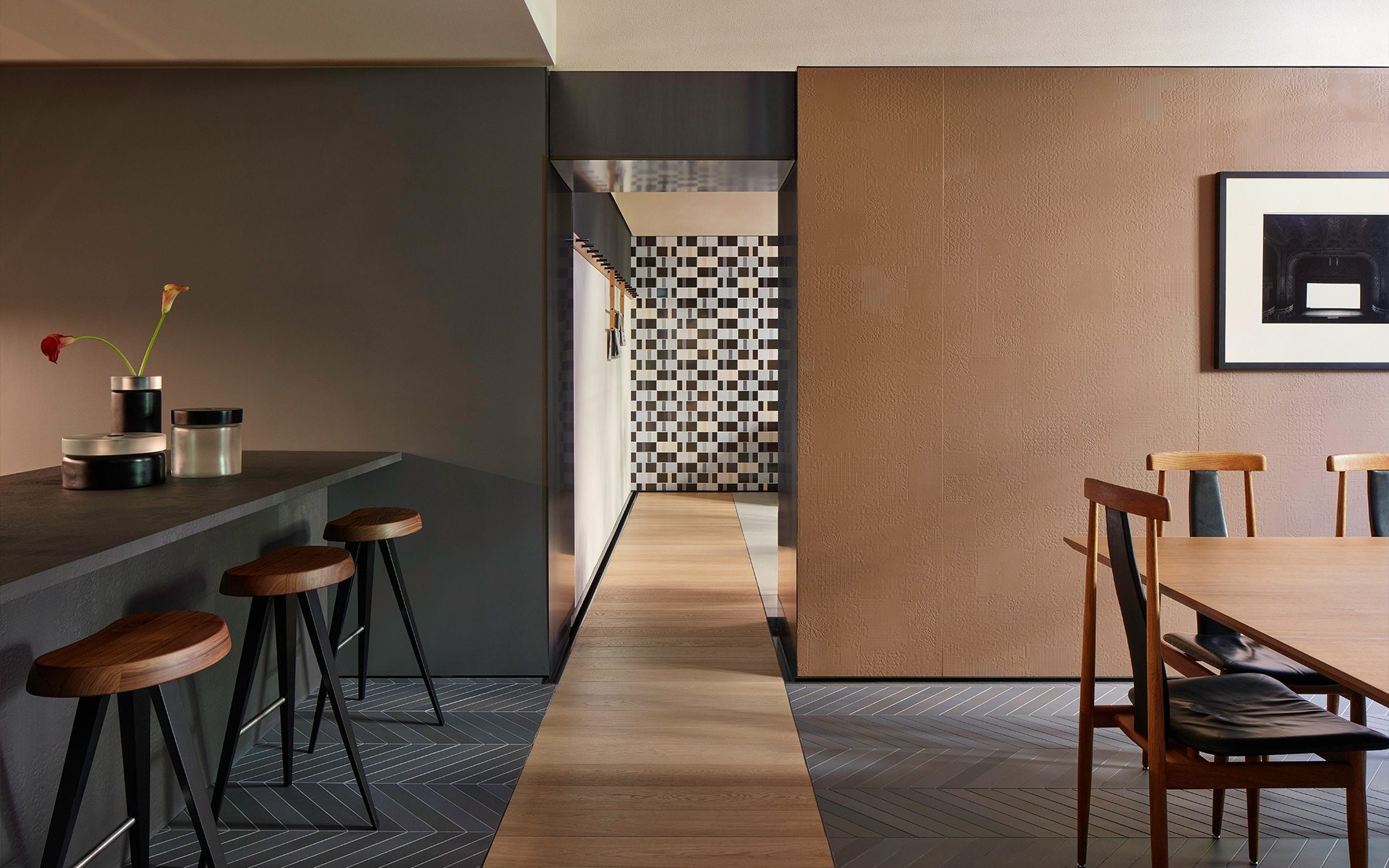 Casa Mutina Milano is a living space where to rediscover the value of experience, deepening into the company creative universe and taking time to study new projects, within an intimate and family atmosphere. In full Mutina style.